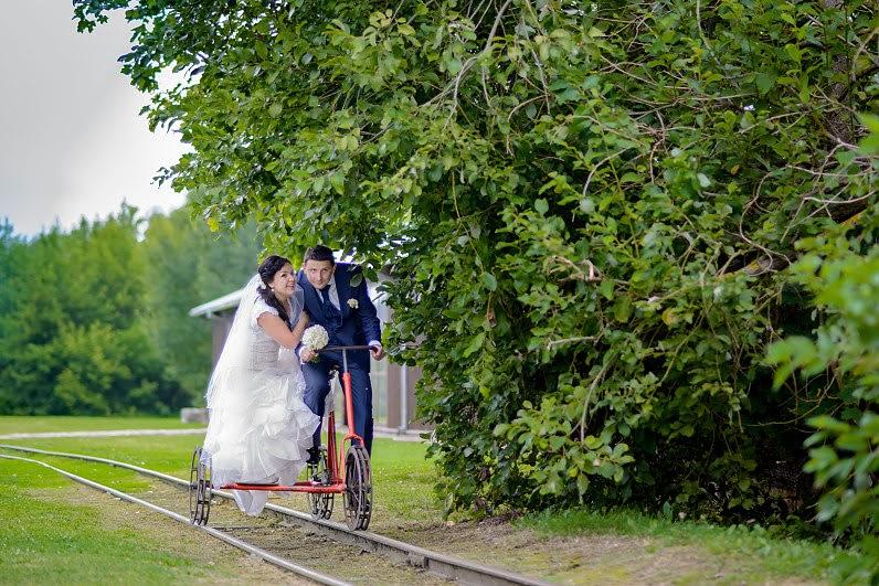vestuvių nuotraukos siauruko muziejuje Anykščiuose