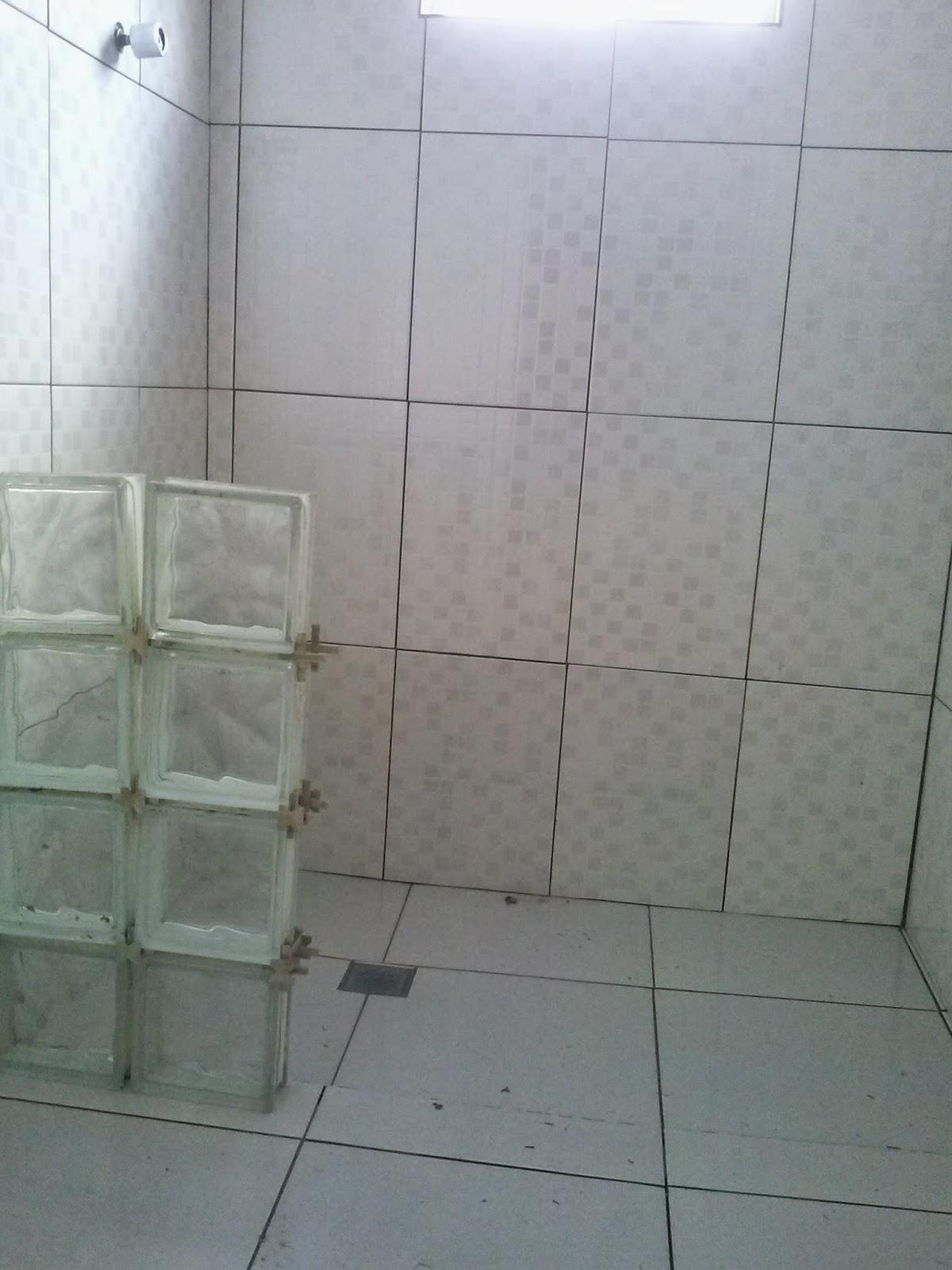 até que enfim o vaso está no lugar certo nesse banheiro rs #586073 1200x1600 Banheiro Azulejado