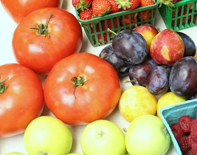 Focus on Life: Week 33 ~ In season: The farmer's market in Burlington, ON, a lovely late summer harvest: beefsteak tomatoes, apples :: All Pretty Things