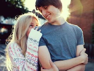 tunjukkan perhatian dengan kata kata cinta romantis