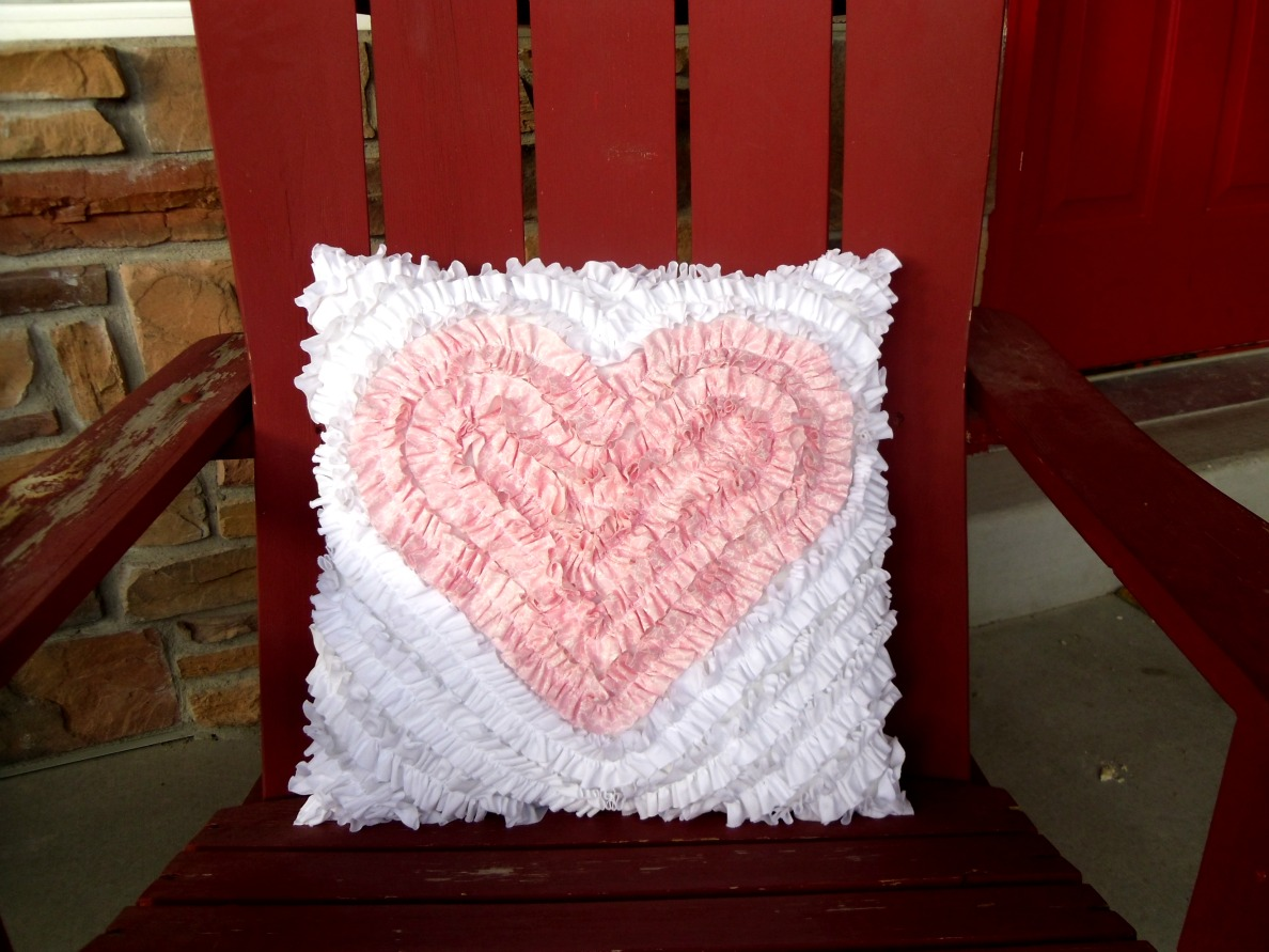 pink-heart-valentines-pillow