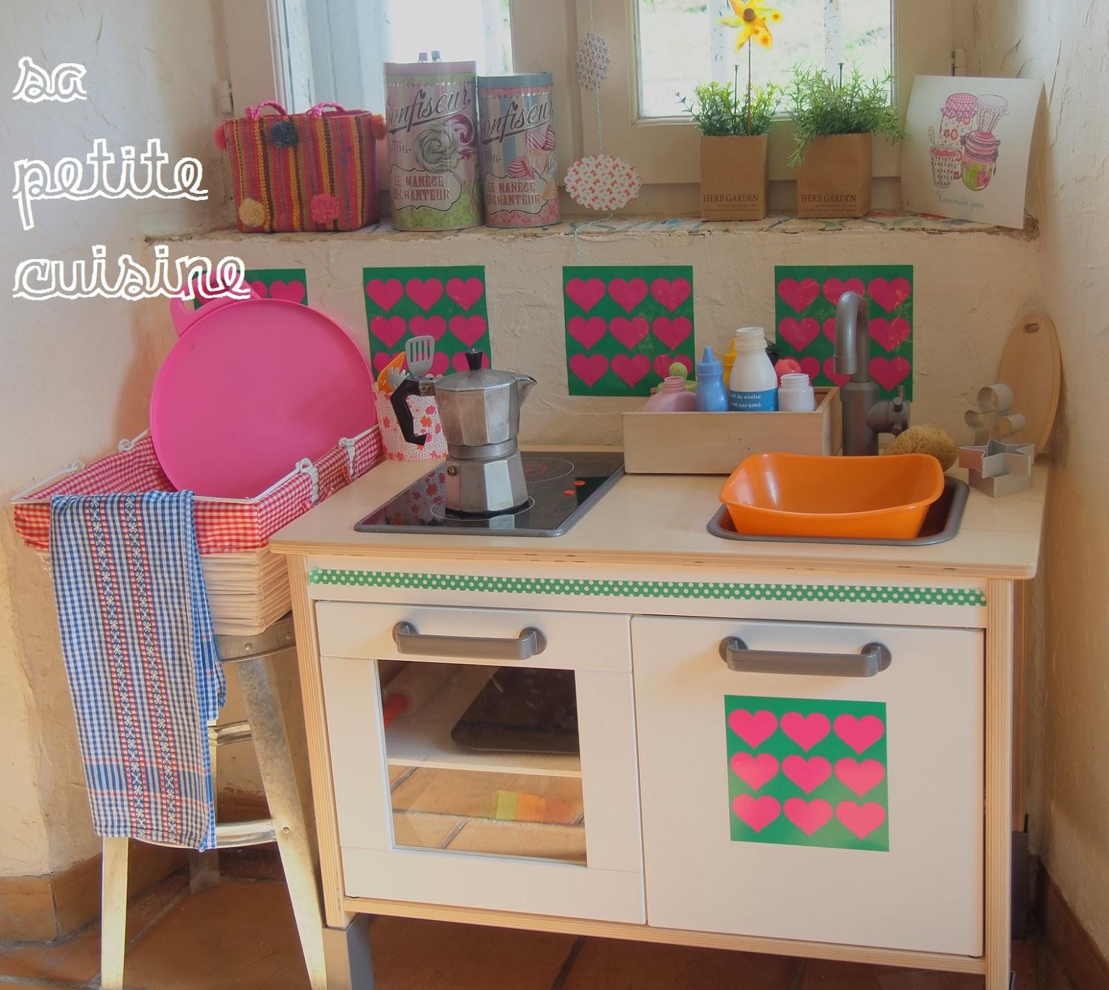 Sa petite cuisine un atelier au fond des bois for Credence violette