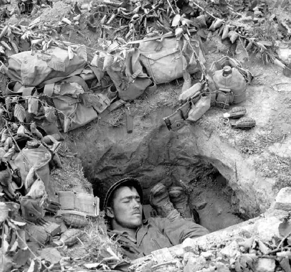 Tywkiwdbi Quot Tai Wiki Widbee Quot A Foxhole At Normandy