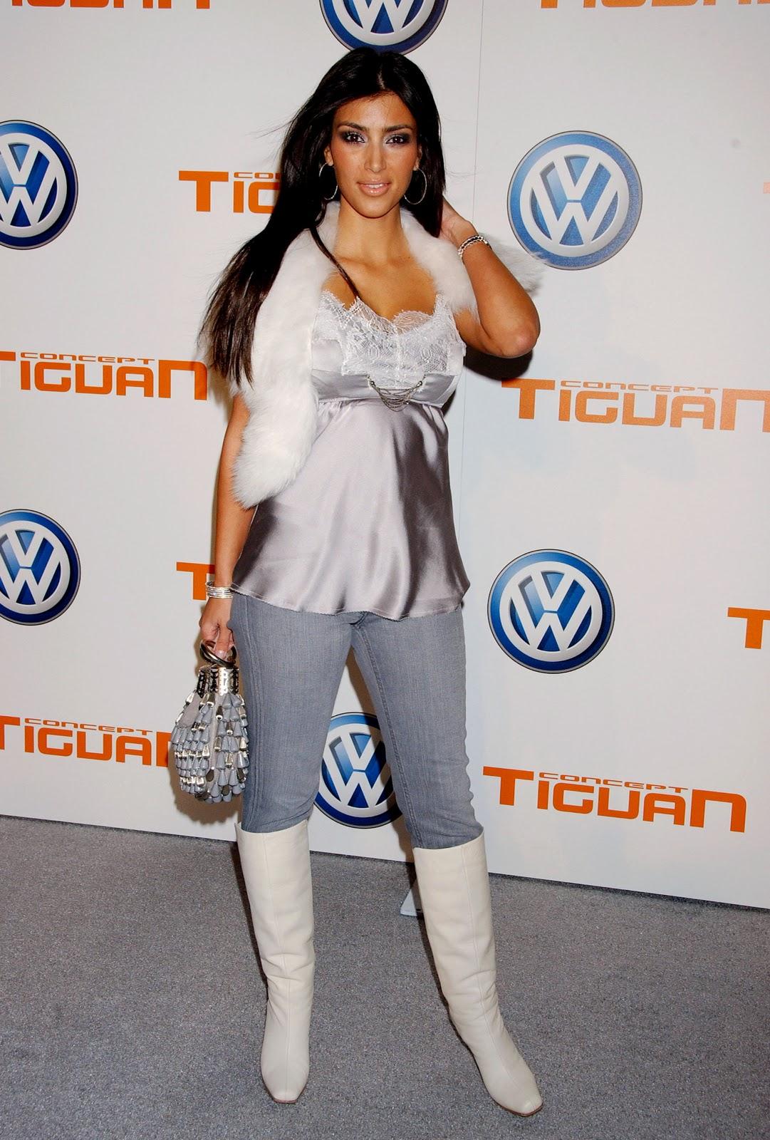 http://3.bp.blogspot.com/-60RMhhtcUWI/TxXnFLD6fjI/AAAAAAAACNM/uo5wIzV5Vsk/s1600/33182_HQCB.net_Kim_Kardashian_02_123_544lo.jpg