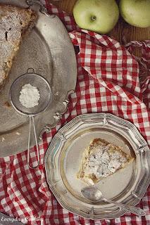 http://www.everydaycooking.pl/2012/08/ciasto-byskawiczne-czyli-szarlotka.html