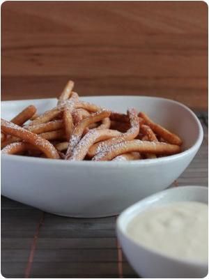 Sweet Fries oder auch Krapfen-Pommes schwarz-weiß