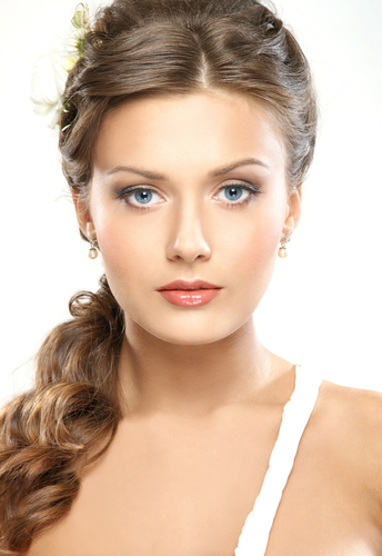How To Apply Makeup For A Beach Wedding : Memorable Wedding: Top 3 Wedding Makeup Tips