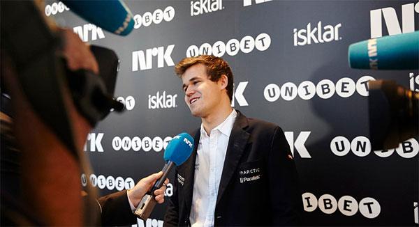 Le champion du monde d'échecs Magnus Carlsen est une figure charismatique qui plait aux médias traditionnels
