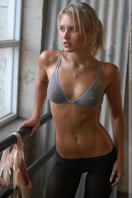 Hall Pass Cast Nicky Whelan hot images