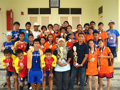 Pasukan Sofbol SMK Luar Bandar No.1 Sibu semasa Kejohanan Sofbol MSS Sibu pada tahun 2007