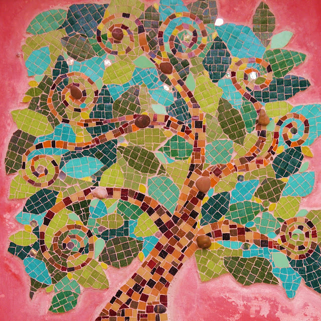 Amo mi mosaico mural rbol de la vida for El mural de mosaicos