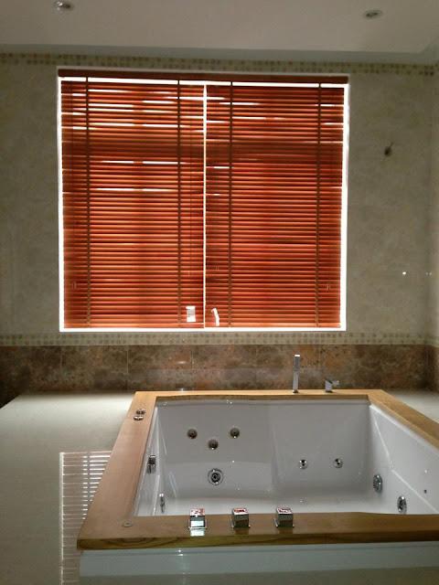 màn gỗ phòng tắm
