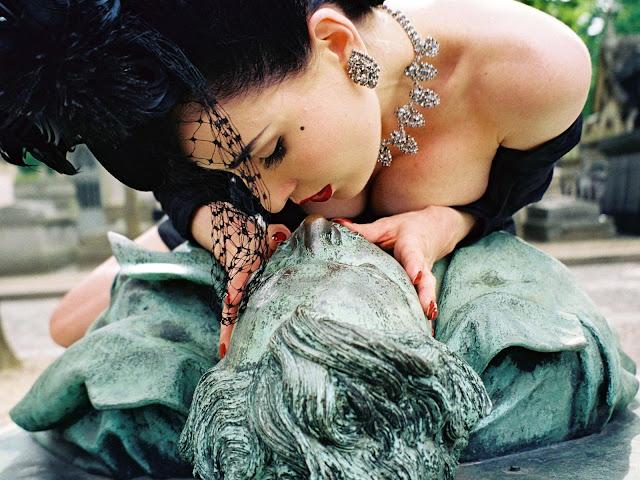 Dita von Teese kissing Victor Noir grave memorial