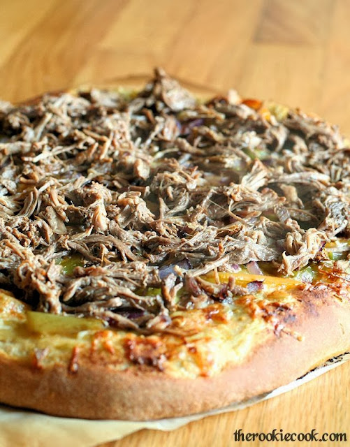 {Slow Cooker} Carnitas Pizza ~ Meaty, manly, and delicious!