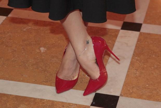 Sapatos usados por Grazi Massafera em premiação no Rio (Foto: Isac Luz/EGO)