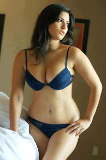 sexy curvy woman in her panties and bra, what do women want, hot curvy brunette woman in her underwear, how to get women to be interested in you, busty curvy brunette woman, curvy hips and booty in panties and bra, attract sexy women