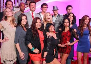 Johany Vegas junto a los participantes de El Gran Show