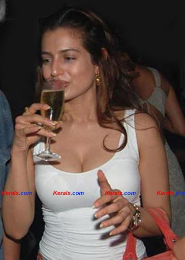 Amisha Patel drinking Pic1 - Amisha Patel Drinking Pics