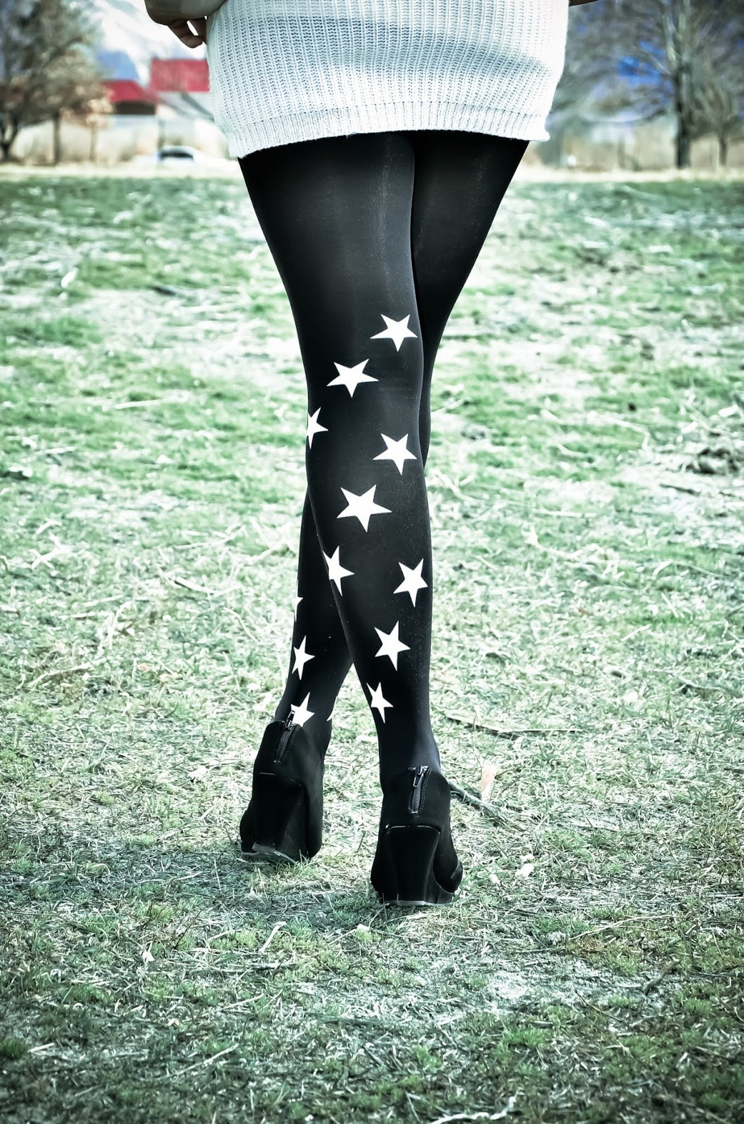 trendylegs tights, trendylegs, trendylegs star tights, star tights, chunky sweater dress, sweater dress outfit for winter, perfect winter outfit, sweater dress for winter, zipper sweater dress, blanket scarf outfit, blanket scarf, plaid scarf, plaid blanket scarf,