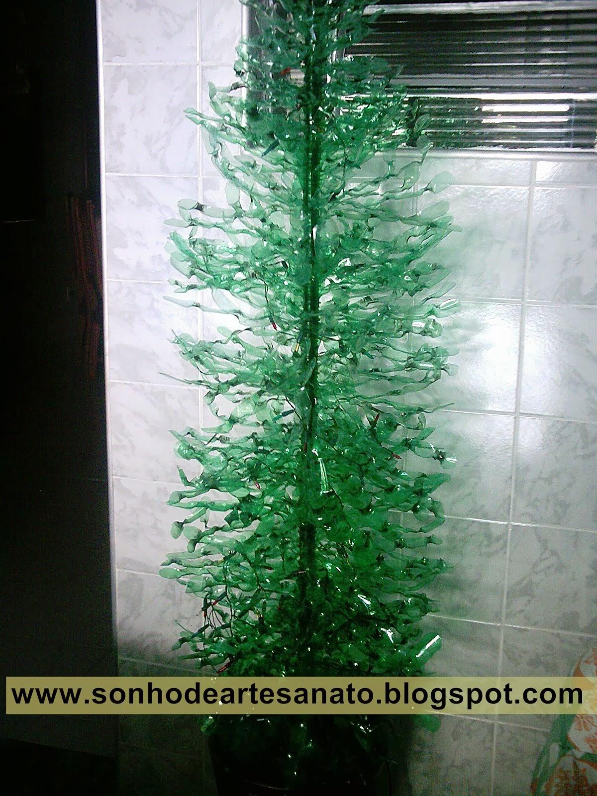 Árvore de Natal de garrafas pet passo a passo Coca Cola Design news -> Enfeites De Natal Com Garrafas Pet Passo A Passo