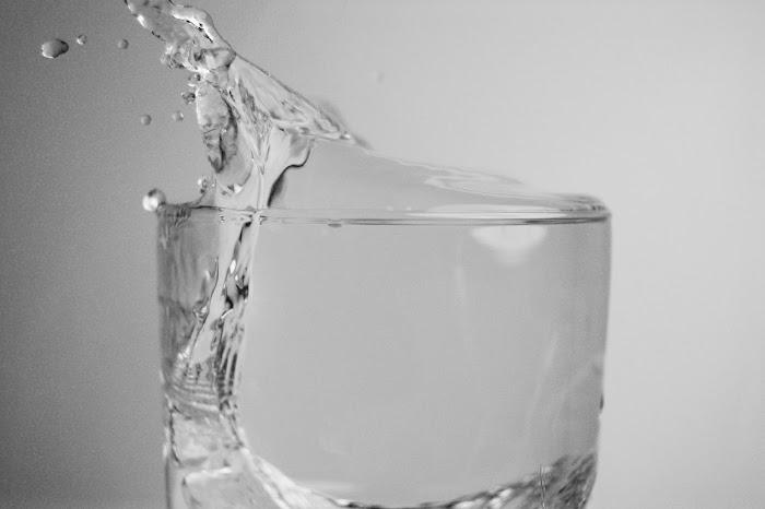 air dalam gelas