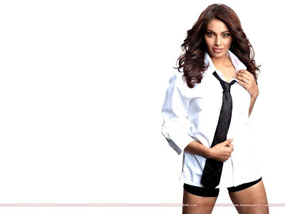 Bollywood Actress Bipasha Basu Latest Players Wallpaper