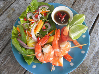 Prawns with Mango and Carrot Salad Lettuce Cups