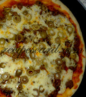 Tikka Pan Pizza with Olives