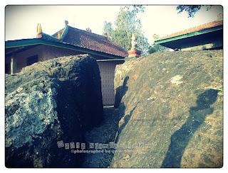 Batu terbelah Selo Belah