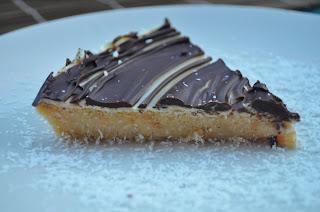 delizia di cocco ai due cioccolati.. senza o con ..basta cambiare gli ingredienti.!!!...
