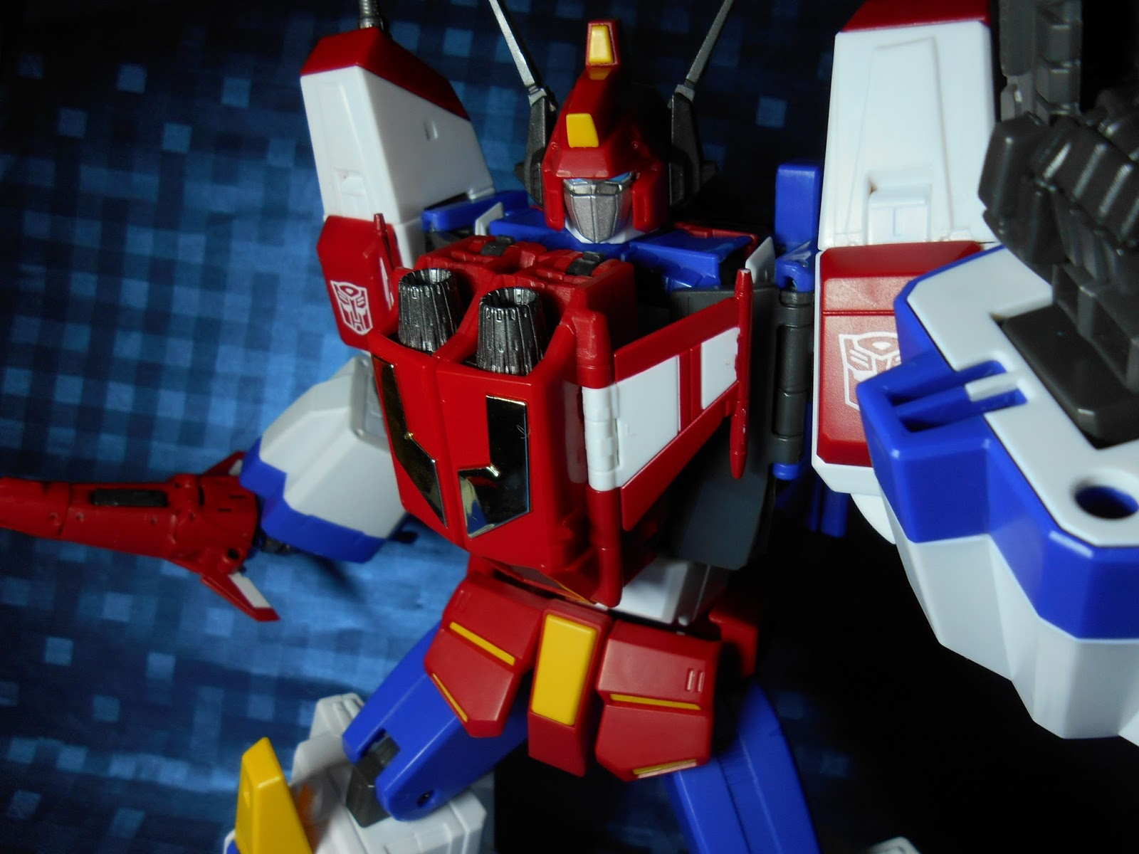 http://murakami-night.blogspot.com/2015/04/takara-masterpiece-24-part2-star-saber-review.html