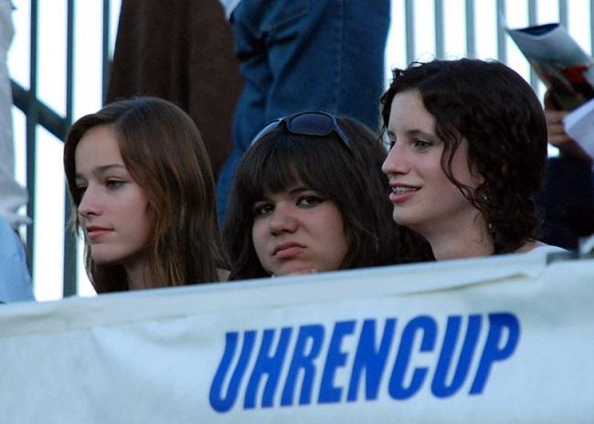 Kobiety na trybunie stadionu w Szwajcarii - fot. Tomasz Janus / sportnaukowo.pl