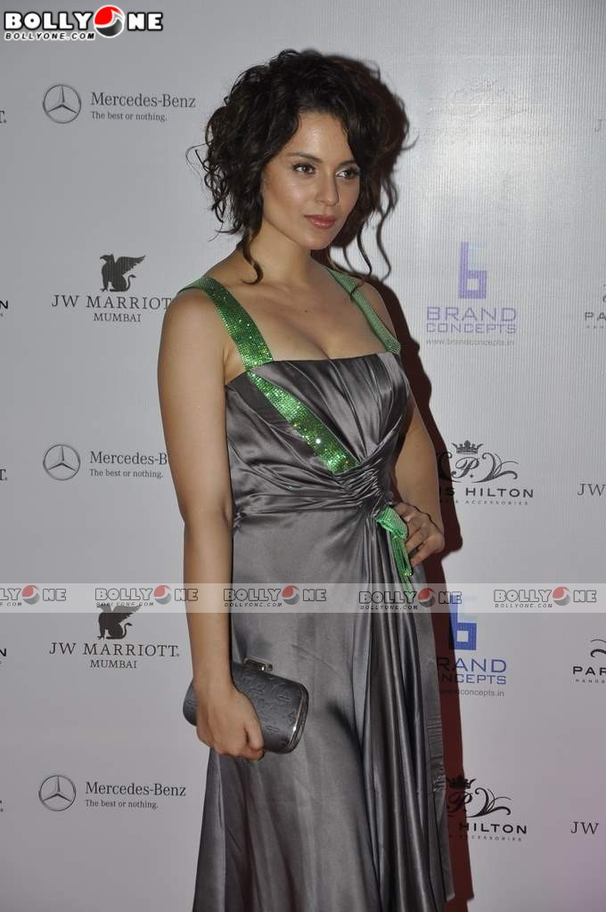 , Hottie Kangna Ranaut At Paris Hilton Bash
