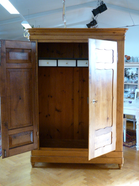 antike m bel schrank eiche massiv aus dem biedermeier. Black Bedroom Furniture Sets. Home Design Ideas