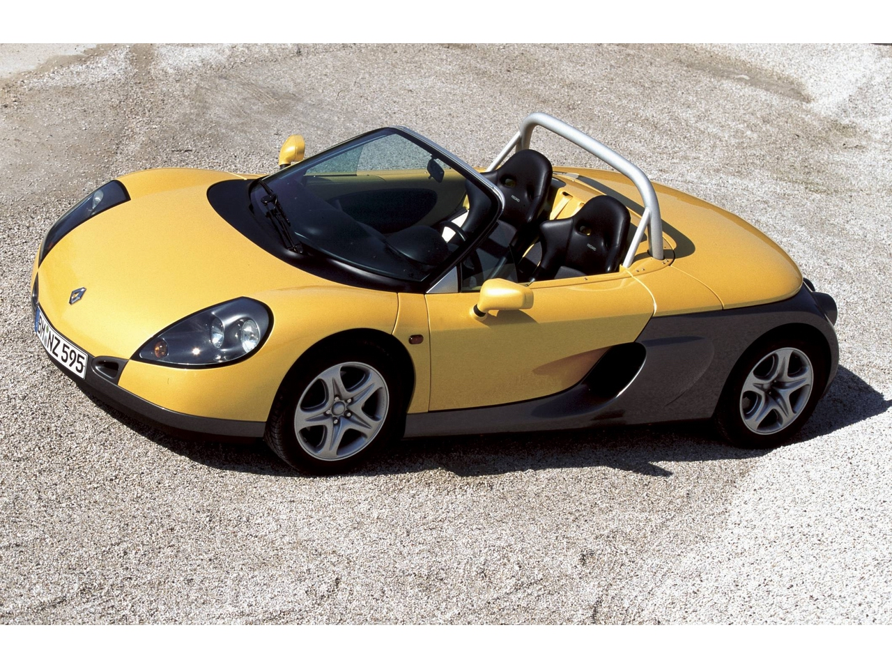 perfect symmetry renault sport spyder. Black Bedroom Furniture Sets. Home Design Ideas