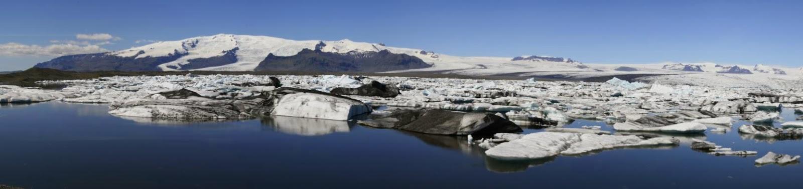 Island. Der Gletschersee Jökulsárlón und Vatnajökull der größte Gletscher Islands.
