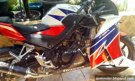 cara membongkar fairing Honda CBR150R K45 Lokal