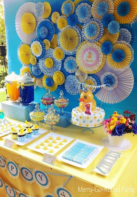 Rubber Duck Baby Shower Centerpieces http://oonefineday.blogspot.com/2012/04/rubber-ducky-baby-shower.html