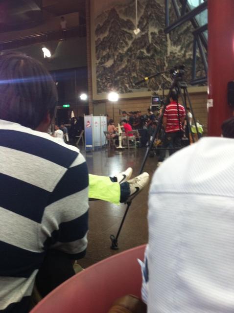 "SNSD participa no evento "" Suprise Blood Drive"" Tiffany+donating+blood"