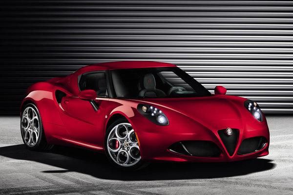 Фотографии спортивного Alfa Romeo 4C