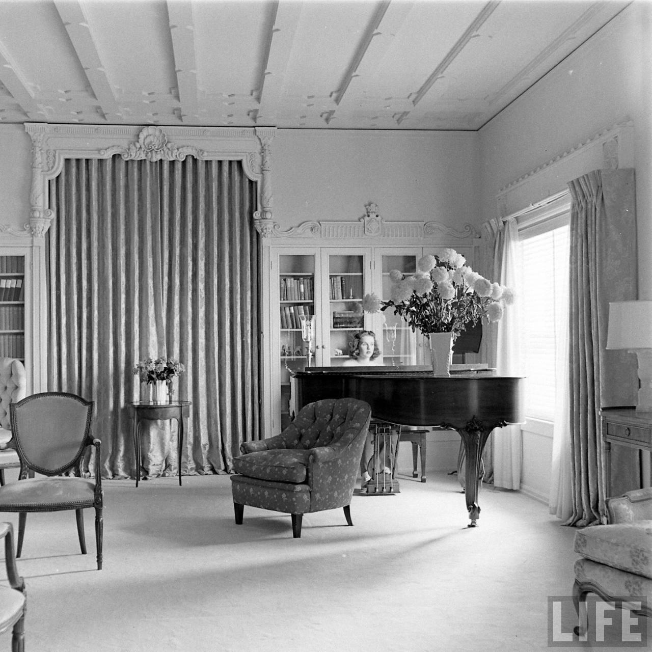 http://3.bp.blogspot.com/-65FvV7Z7xQc/TqbiGtpM-MI/AAAAAAAAEjs/HKJeAlwKx5Y/s1600/DeannaDurbin-Piano.jpg