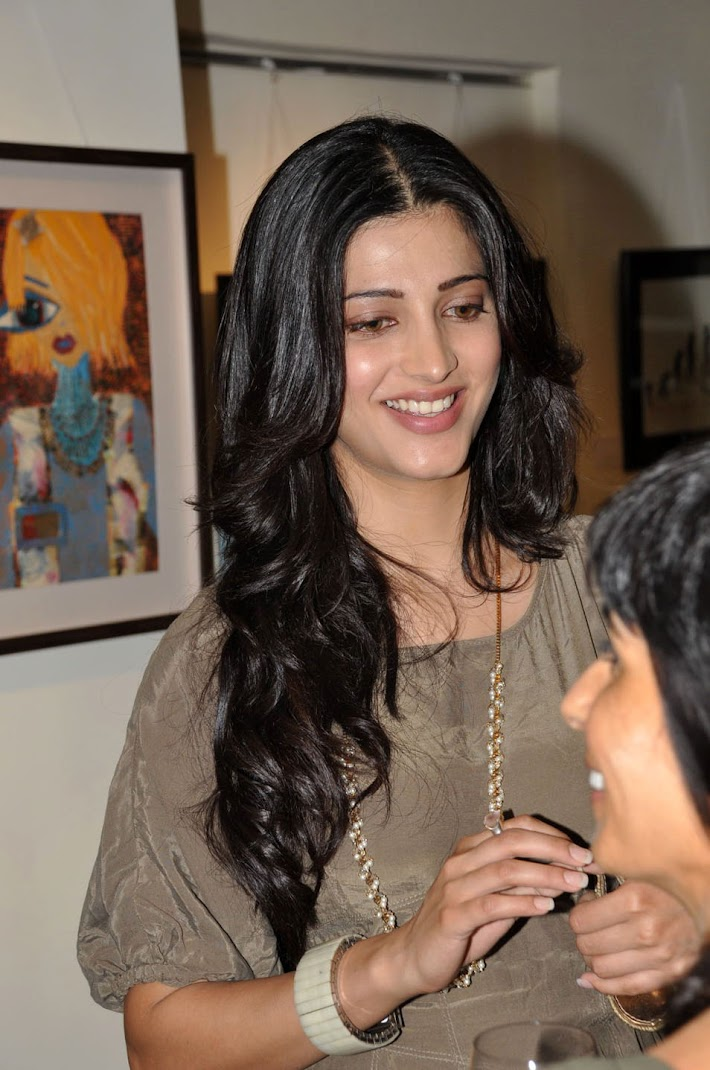 Beautiful Shruti Haasan Latest Stills from an Exhibition