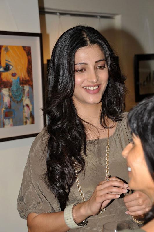 Shruti Haasan Latest Stills hot photos
