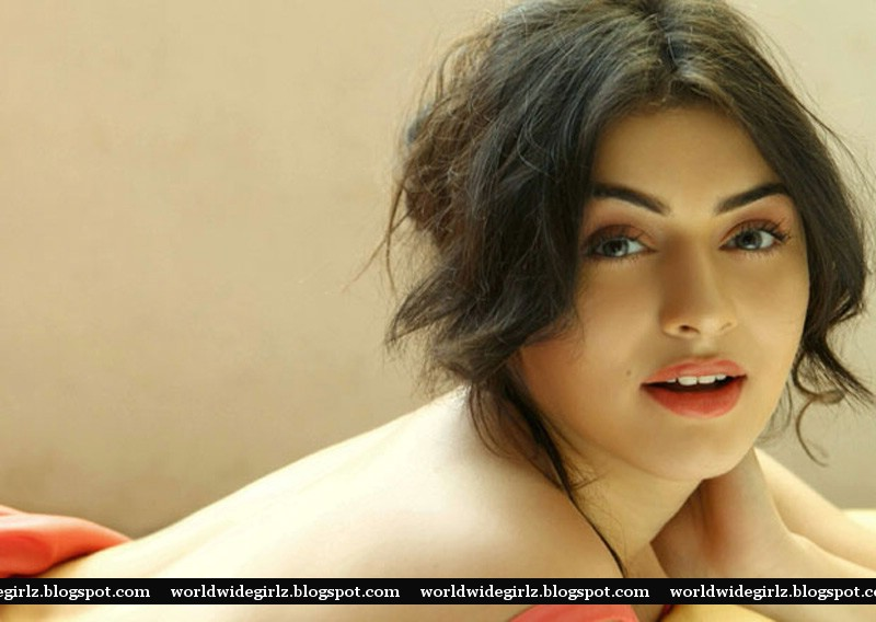 Hansika topless photos, Hansika without dress, Hansika without clothes