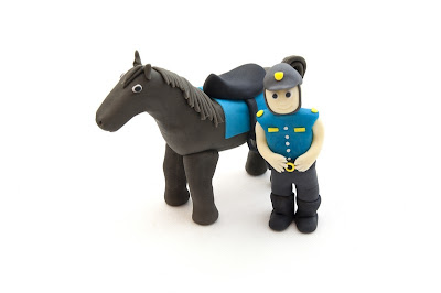 Konj in policist iz tičino mase - Horse and policeman from fondant