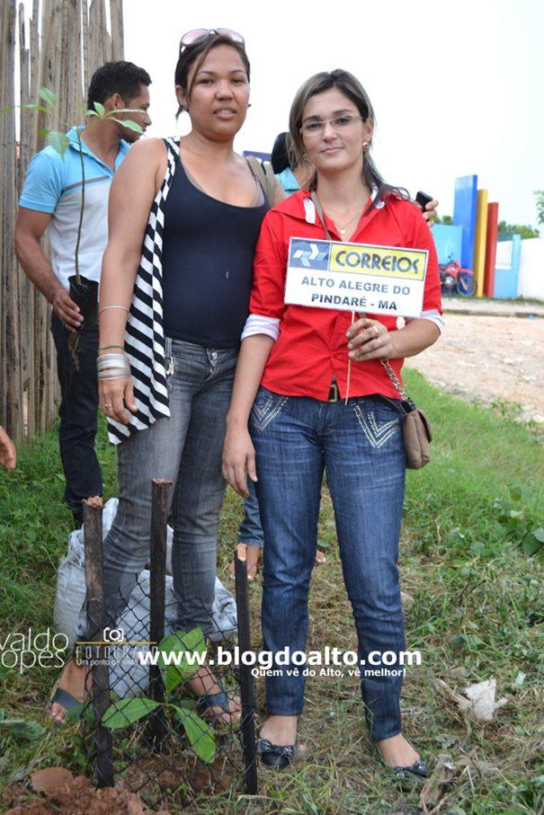 Franciene Azevedo, Coordenadora do NEA e Vívian Araújo, Gerente da Agência dos Correios do Município