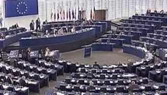 Los eurodiputados rechazan congelar sus salarios y dejar de viajar en primera