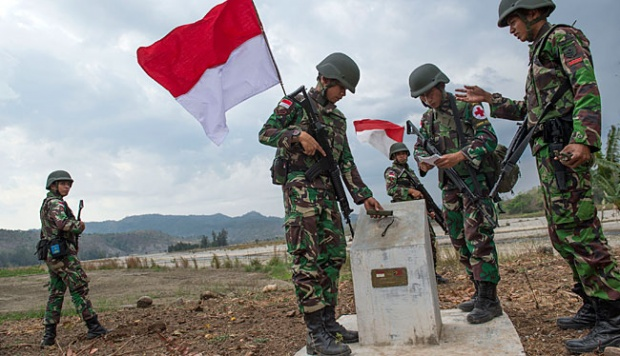 Foto Patroli Penjaga Perbatasan Indonesia - Timor Leste