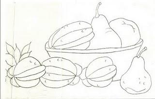 cesta com carambolas e peras