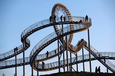 jembatan roller coaster